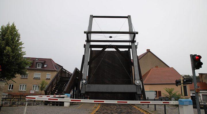 Sechs Tage war die Zugbrücke von Storkow für Fahrzeuge gesperrt. Foto: Marcel Gäding