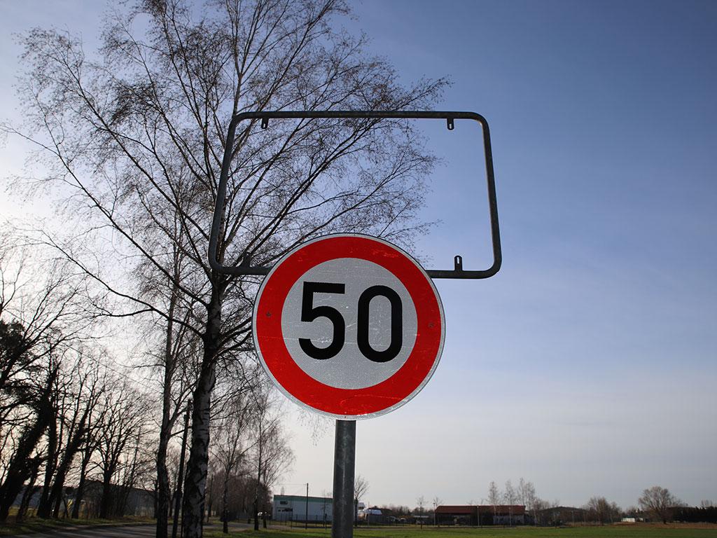 Leer: das Ortseingangsschild in der Lebbiner Straße fehlt. Foto: Marcel Gäding