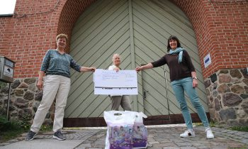 Storkower Unternehmer unterstützen Bibliothek