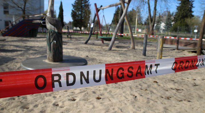 Gesperrter Spielplatz in der Altstadt von Storkow (Mark). Foto: Marcel Gäding