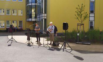 """Konzert für die Bewohner vom """"Zuhause am Storkower See"""" mit den Zaunreiter. Foto: privat"""