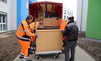 Im März halfen Mitarbeiter des städtischen Bauhofs beim Umzug der Altstadtkita. Foto: Marcel Gäding