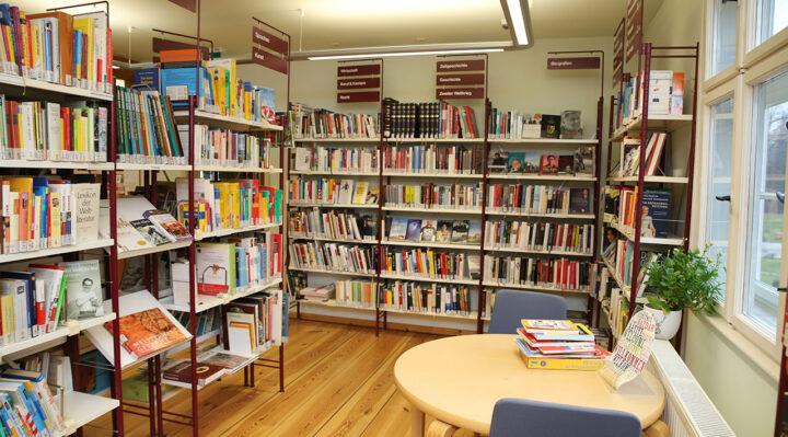 Die Stadtbibliothek Storkow (Mark) hat seit dem 18. Mai 2020 wieder geöffnet. Foto: Marcel Gäding
