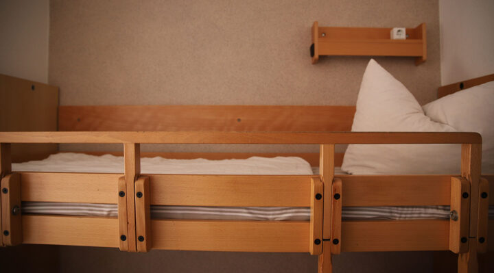 Eines der zahlreichen leeren Betten in der Evangelischen Jugendbildungs- und Begegnungsstätte in Hirschluch. Foto: Marcel Gäding