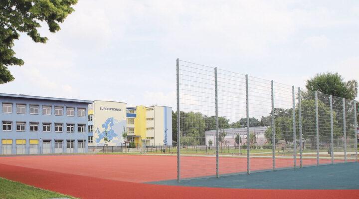 Pünktlich zum Start ins neue Schuljahr steht an der Europaschule Storkow der neue Sportplatz zur Verfügung. An der Stelle befand sich zuvor eine ungenutzte Wiese. Foto: Marcel Gäding