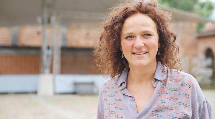 Stefanie Lemcke ist für die Veranstaltungen auf der Burg zuständig und organisiert die Herbstpoesie seit 2019. Foto: Marcel Gäding