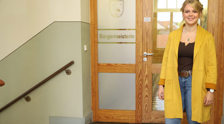 Natalie Fritz absolviert im Rathaus von Storkow (Mark) eine Ausbildung. Foto: Marcel Gäding