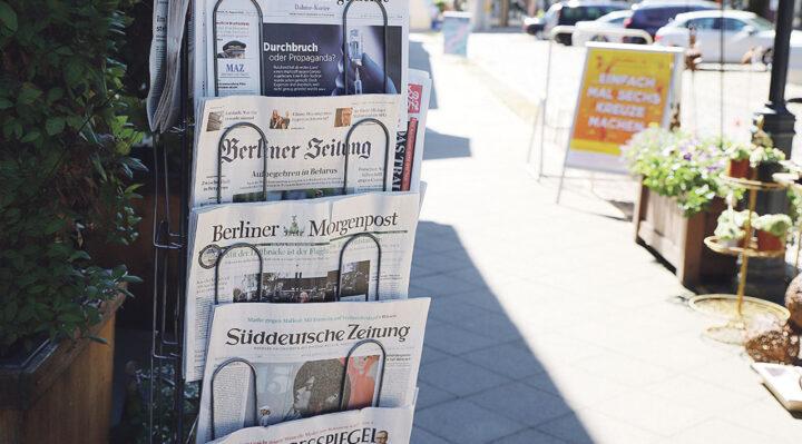 Zeitungs- und Geschenkeladen in der Storkower Innenstadt: Bis heute hält sich das Geschäft am Marktplatz. Foto: Marcel Gäding