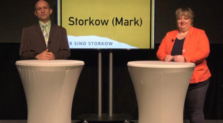 Moderator Andreas Kretschmann und Bürgermeisterin Cornelia Schulze-Ludwig (SPD) bei der virtuellen Präsentation des Rück- und Ausblicks für Storkow (Mark). Screenshot: storkowplus.de
